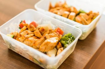 box-diet-fitness-meal-lunch-grilled-chicken-steak-picjumbo-com-e1527495979508